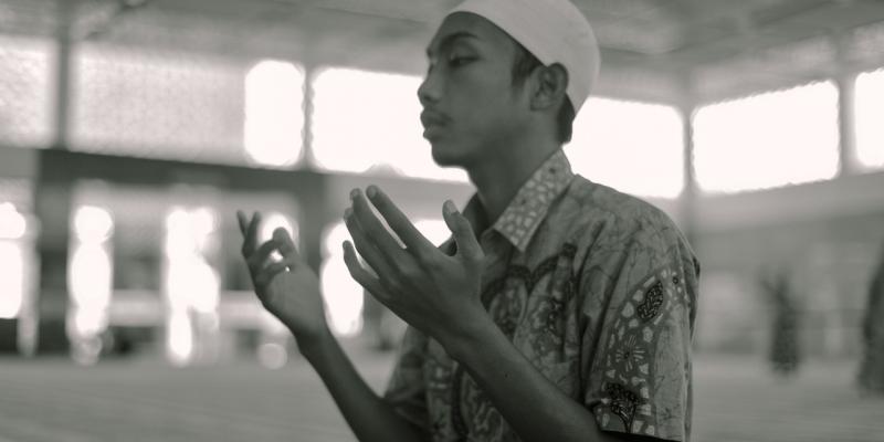 Bagaimana Seorang Muslim Menyikapi Musibah | YDSF