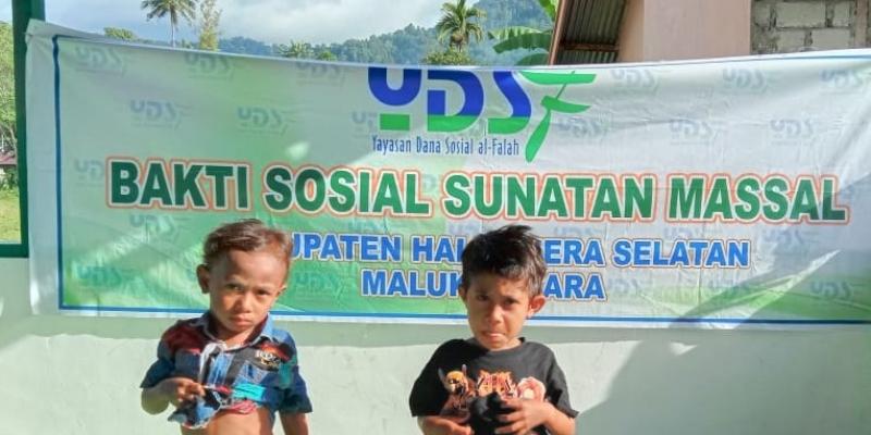 Sunatan Massal Anak Halmahera Selatan