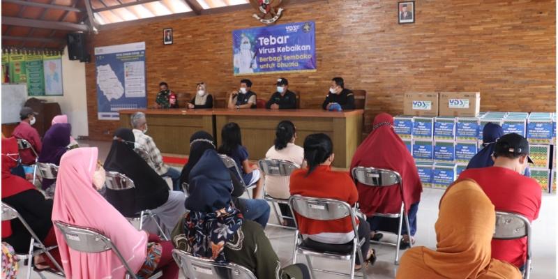 YDSF Bagikan 220 Paket Sembako dan Masker Masa PPKM Darurat di Desa Pendem, Kota Batu