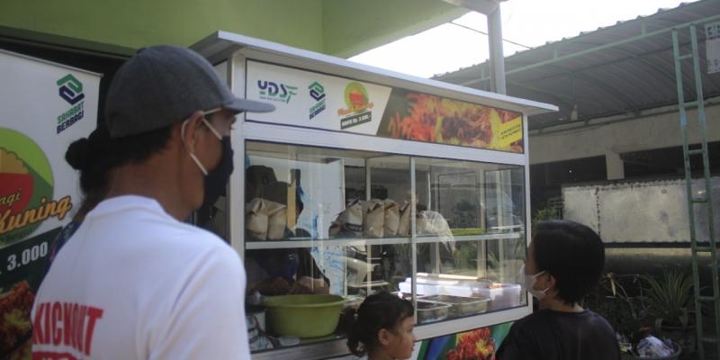 Bangkitkan Ekonomi Masyarakat, YDSF Luncurkan Program Berbagi Nasi Kuning Murah